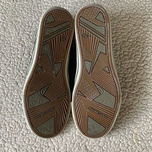 Skechers Shoes - Skechers Relaxed Fit Casual Sneakers Seldom Worn